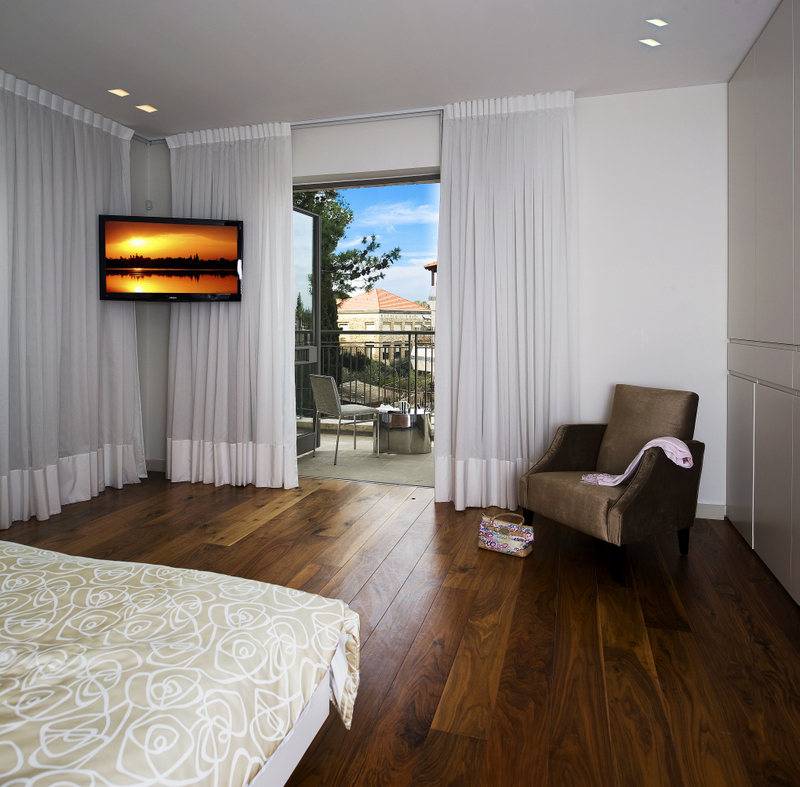 Gallery Master bedroom with terrace