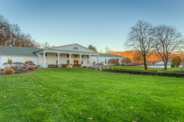 The Farmington Club is one of the most popular wedding destinations in Farmington, CT