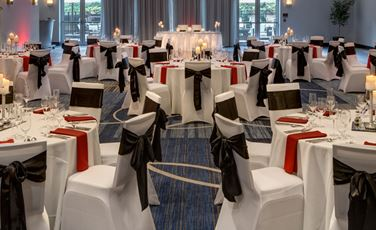 The Oaks Ballroom is a fabulous place for your wedding receptiion inside the DoubleTree by Hilton in Bristol CT
