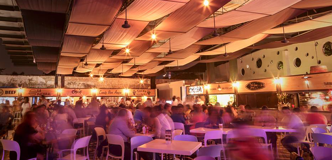 restaurant, chairs, tables, people, night, white, blankets, bar, food, lights, night, merida, mexico