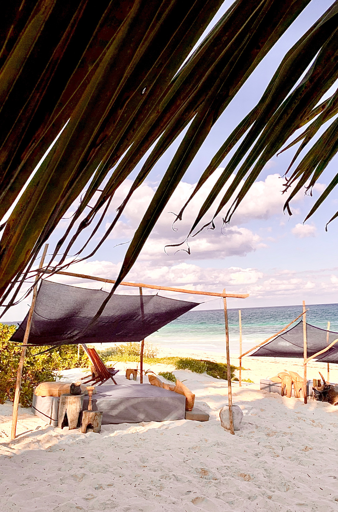 beach, club, tent, coach, pillows, wood, sea, sand, blue, turquoise, log, pitcher, water, tulum, libelula, glamping