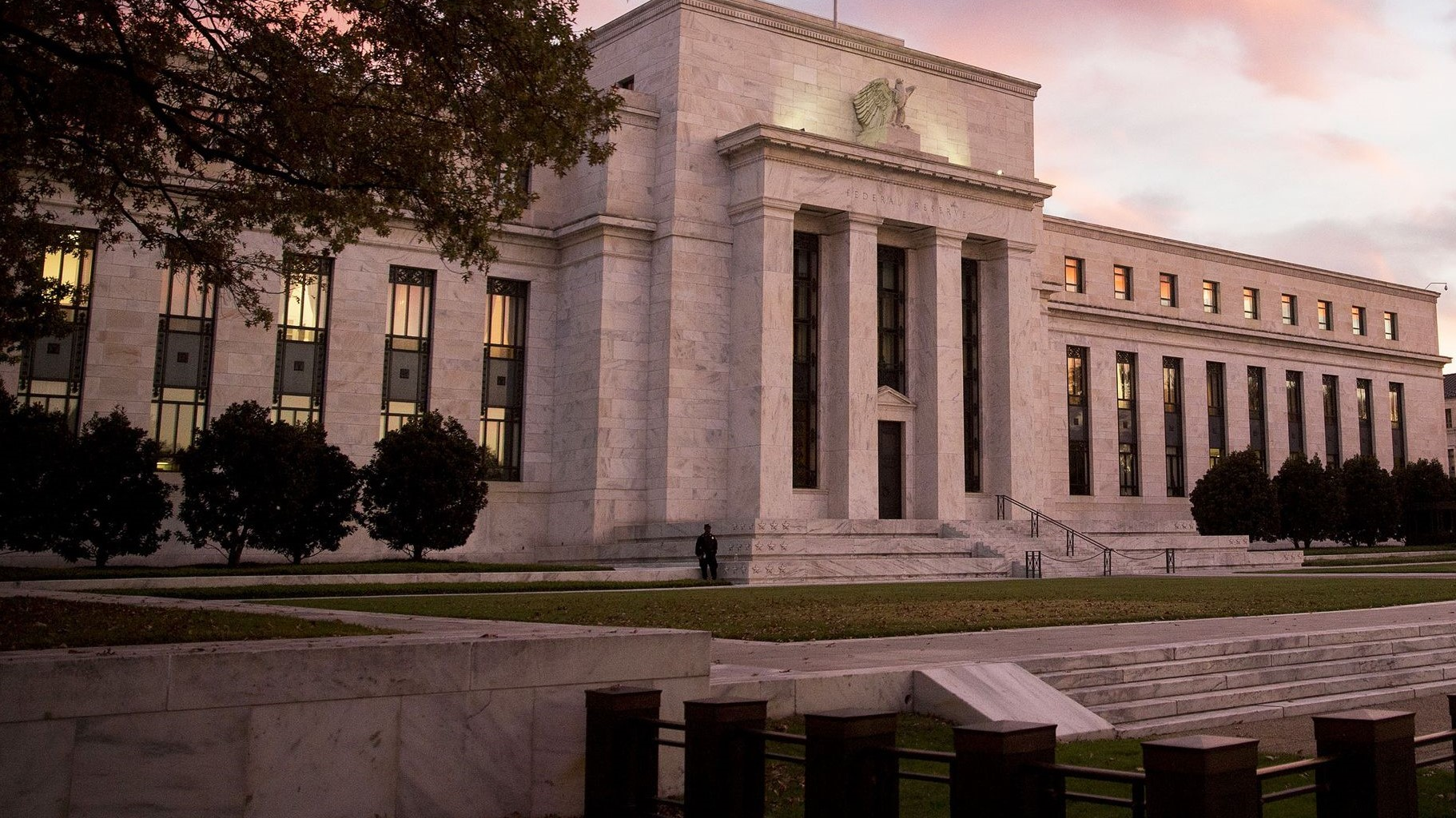 Federal Reserve Building Investing Bonds Cash Rising Rates Financial Planning