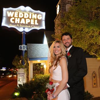 Wedding In Vegas.Graceland Wedding Chapel Las Vegas Nevada